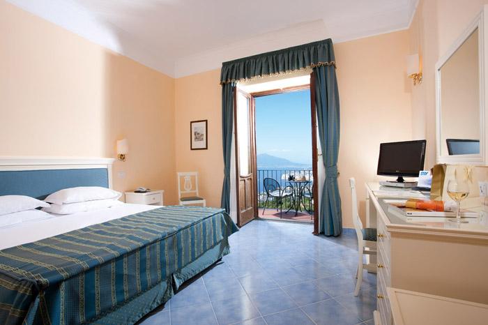 Tripla Comfort con vista mare e balcone